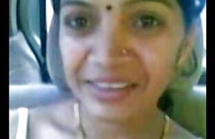 స్మార్ట్ పరిపక్వ భారతీయ ఆంటీ వక్షోజాలను కారులో చూపిస్తుంది